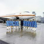Hostessengruppe IXa/1973 der Swissair vor der B747-257 B, HB-IGA