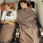 Flight-Attendants beim Schlafen in einer McDonnell Douglas MD-11