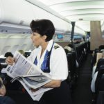 Bordservice in der Business-Class-Kabine eines Airbus A321-111 d