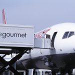High-Loader der Gate Gourmet an der McDonnell Douglas MD-11, HB-