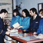 Briefing der Cabin Crew : Purser, Air-Steward und Air-Hostessen